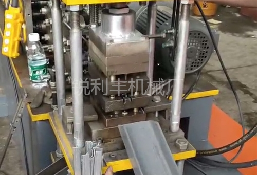 C型钢设备
